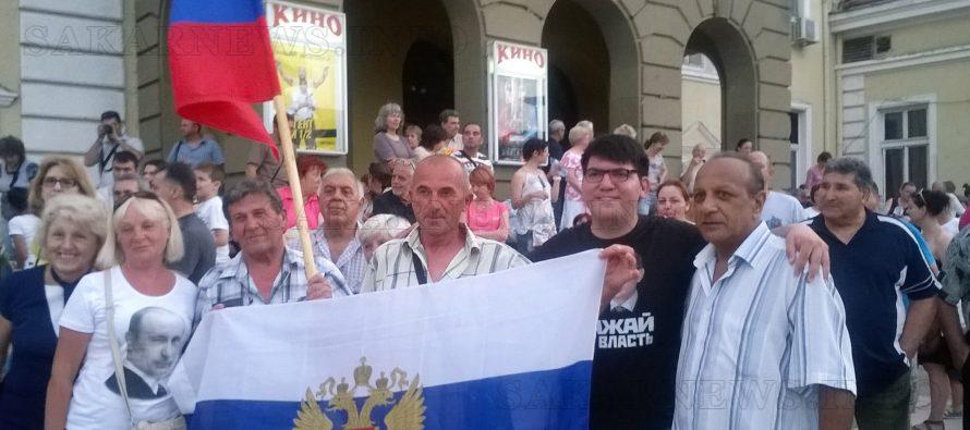 """Със """"Своих не бросаем"""" и руски  флагове посрещнаха """"Любэ"""" в Ямбол"""