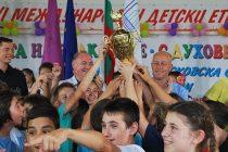 """""""Чудесия"""" от Пазарджик спечелиха голямата награда на етнофестивал в Минералните бани"""