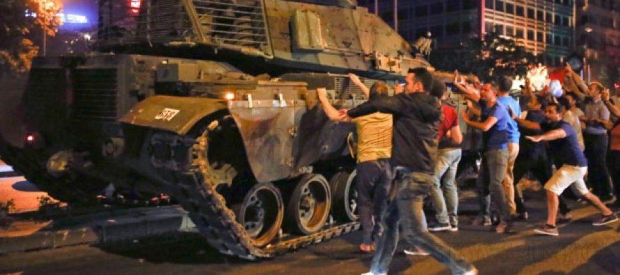 Турция затвори границата си заради военното положение