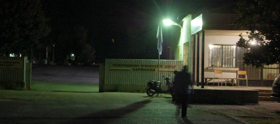 Патрулка пострада при опит да разтърве биещи се бежанци