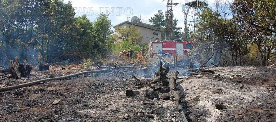 Пожар за малко да евакуира жителите на село Черна могила