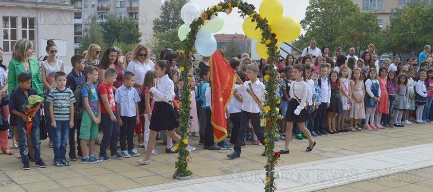 Много цветя, усмивки и настроение на 15 септември в Тополовградско