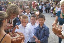 Свещеници благословиха началото на учебната година в Харманли