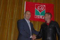 На антиправителствена реторика заложи генерал Радев