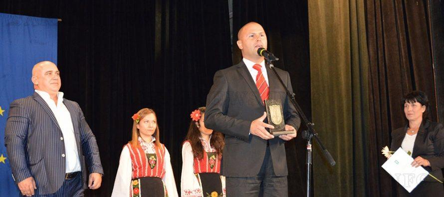 За Деня на будителите в Тополовград  удостоиха и почетните граждани