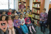 Деца се стекоха към градската  библиотека в първия ден на ноември