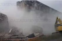 И втората опасна сграда се превърна в руини