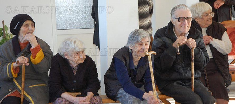 Гости от Куклен поздравиха Дома за стари хора