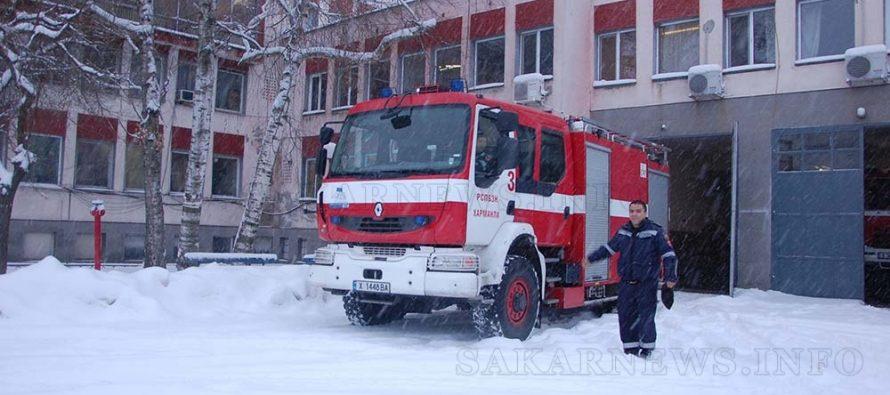 Пожарникари спасиха родилка, пътищата са трудно проходими