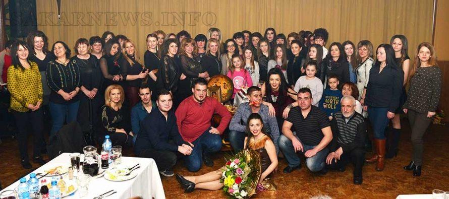 """Танцов клуб """"Загрей"""" грее две години с участия по сцените"""