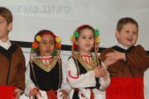 """Майки и деца се събраха """"На мегдана"""" за 8 март"""