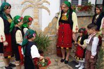 """От """"Затупале тъпане"""" посетиха и снимаха в село Устрем"""