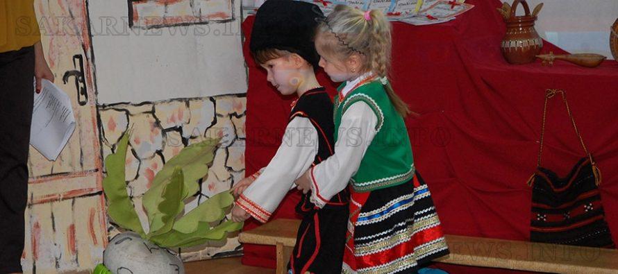Богатството на българските народни приказки представиха деца