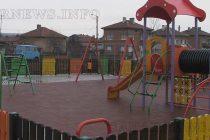 До съборения блок без стълби – площадка без пейки