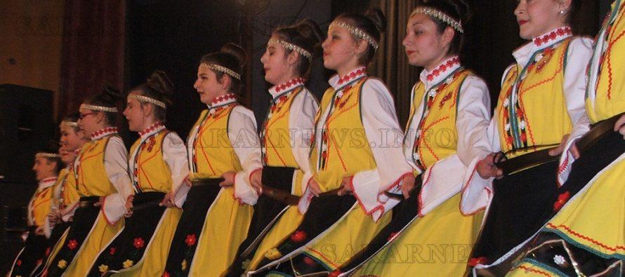 """Юбилеят на """"Ритъм"""" събра танцьори от няколко града"""