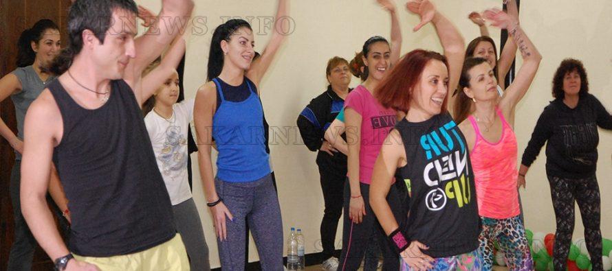 Архивен салон се превърна в зала за танци