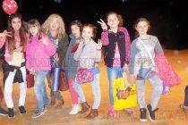 """Артисти от """"Бърборино"""" популяризираха детския театър"""