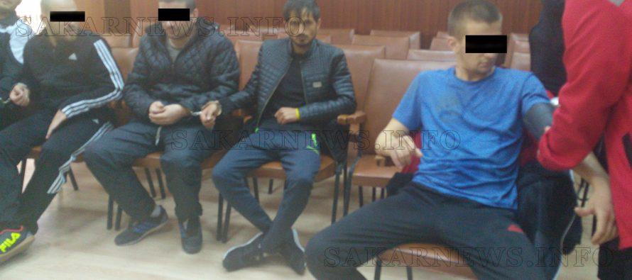 Каналджии остават в ареста за отвличане