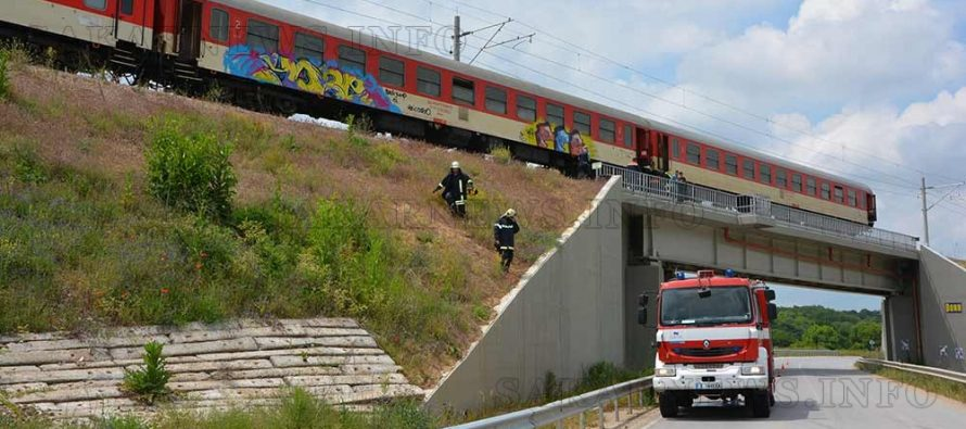 Инцидент спря пътнически влак