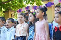 С тържества учениците посрещнаха лятната ваканция