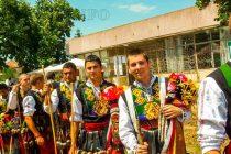 """Над 1000 участници с изява на """"Кехлибарения грозд"""",  фестивалът завърши с нестинарски танц"""