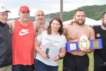 Участник в олимпийските игри  спечели златния пояс от борби