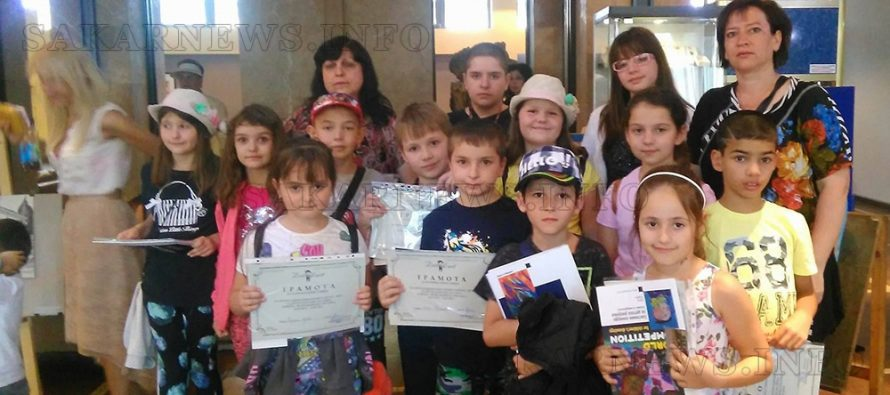 Деца се вдъхновиха от възрожденски къщи в Банско  и ги скицираха на Национален пленер