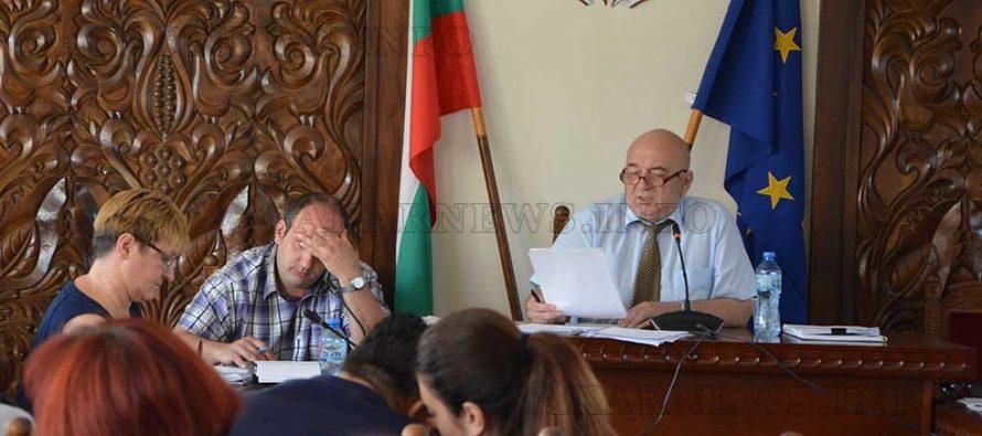 Съветници гласуваха предсрочно за да спрат популизма на колега