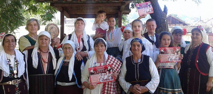 Самодейци от с. Българин показаха българско на  Международен фестивал