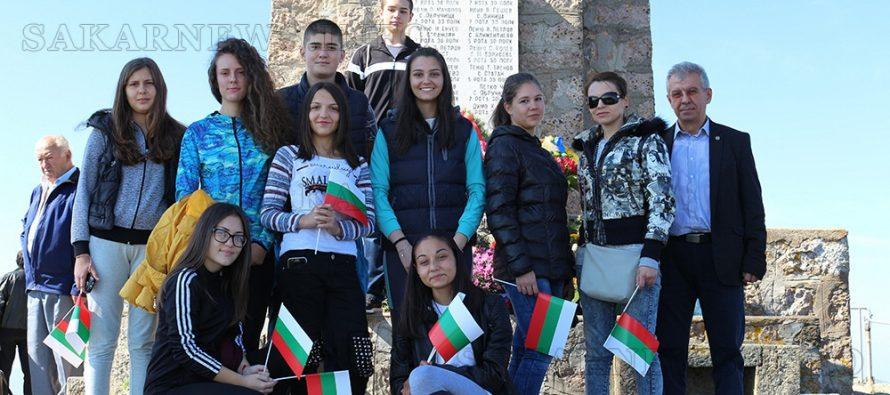 Ученици и служители от Любимец  поднесоха венци на връх Шейновец