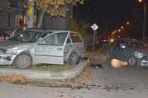 БМВ подхвърли Фолксваген на тротоара