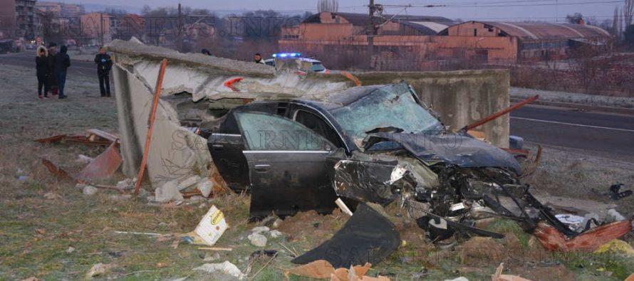 След сблъсък на Ауди в гараж загинаха трима младежи (допълнена)