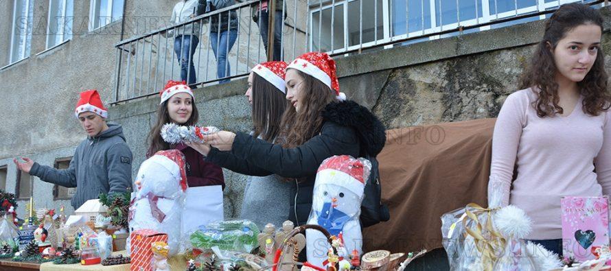Тополовградски ученици събират средства за лечение на бебе