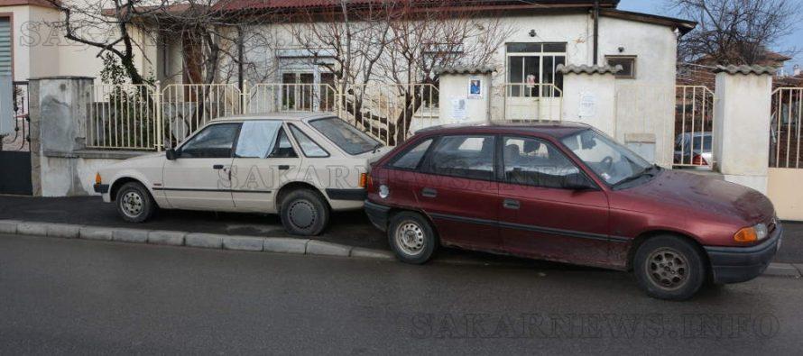Автомобили катастрофираха на заден ход