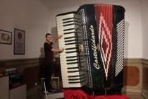 2017-та донесе много награди и първи концерти на Стоян Караиванов