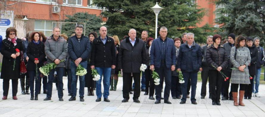 Обществеността на Любимец се преклони пред паметта на Апостола