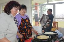 Доситеевските баби нахраниха възрастни хора с карталачета