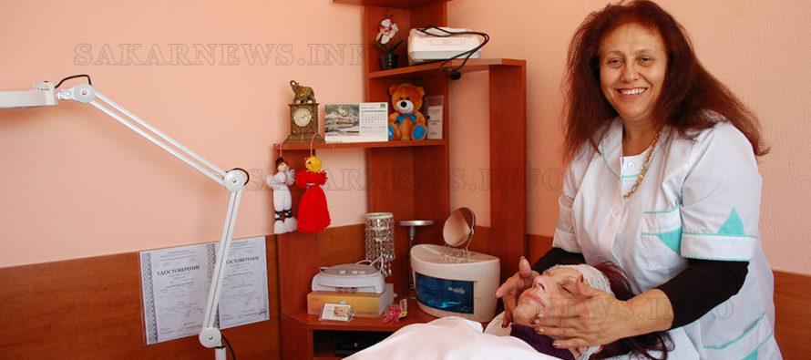 Хотелиер посреща клиенти вече и  в студио за козметика и масажи