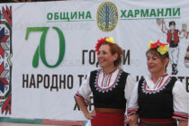 """Танцьори  доказаха, че """"Традицията е жива…"""" вече 70 години"""
