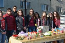 С пари от дарителска акция ученици ще разкрасят училището си