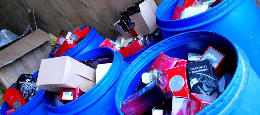 Унищожиха десетки хиляди фалшиви текстилни изделия, обувки и парфюми