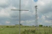 Ентусиасти издигат кръст след кръст край село Устрем