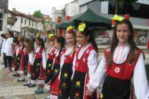 """""""Розите на България"""" събра  танцуващи хо̀ра по площадите"""