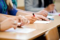 Майка и учители в спор за  провеждане на изпит от  Национално външно оценяване