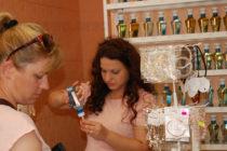 Парфюмерия предлага наливни френски аромати в Харманли