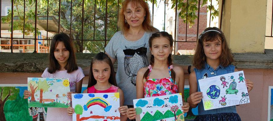 Чрез рисунки деца показаха, че обичат своята родина
