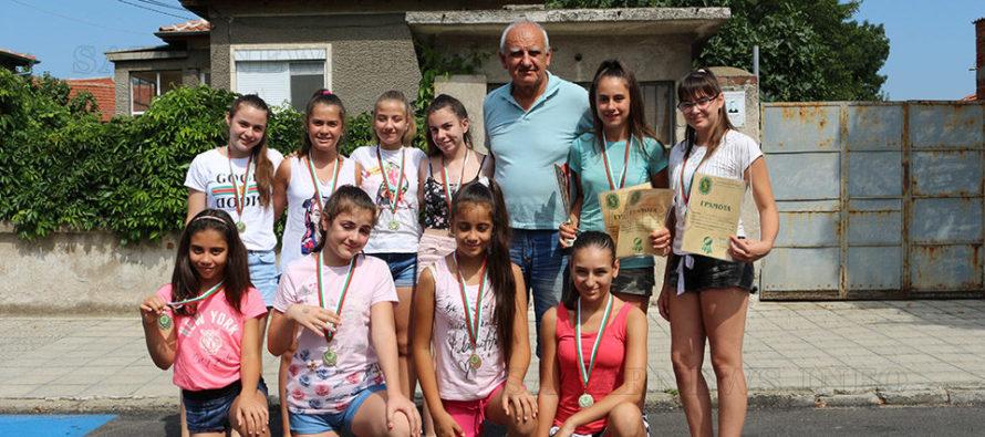 """Златните момичета от ВК """"Любимец – 2010"""" отново станаха шампиони"""