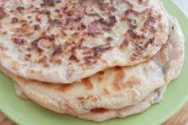 Лобиани – плоски хлебчета с боб