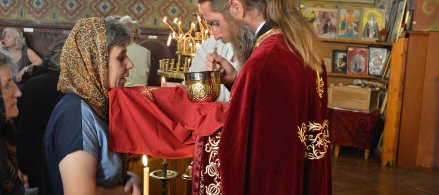 Божествена Света литургия за  Богородица в Тополовград