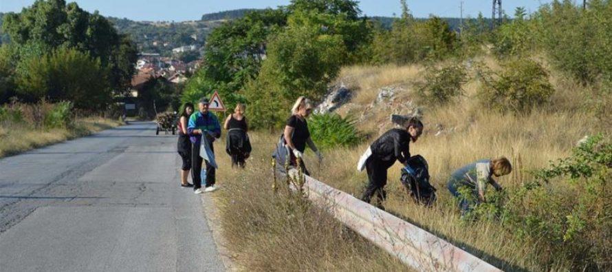 При почистването в Тополовград  се включиха предимно общинари